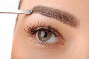 Read more about the article Designer de sobrancelhas: 5 dicas para atrair mais clientes.